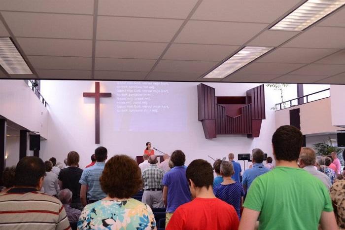 de bron kerkdienst